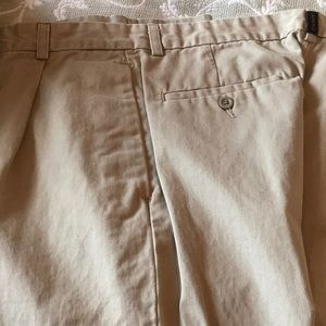 Dkny khakis pleated excellent condition